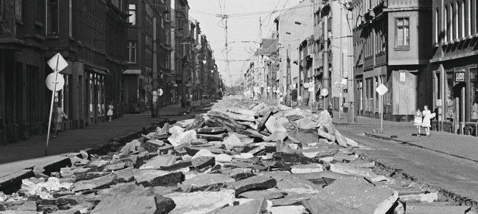 """Buchtipp: """"Das Jahr 1990 freilegen"""" – Präsentation Buchhandlung Walther König Berlin am 10. Februar 2020 um 19 Uhr"""